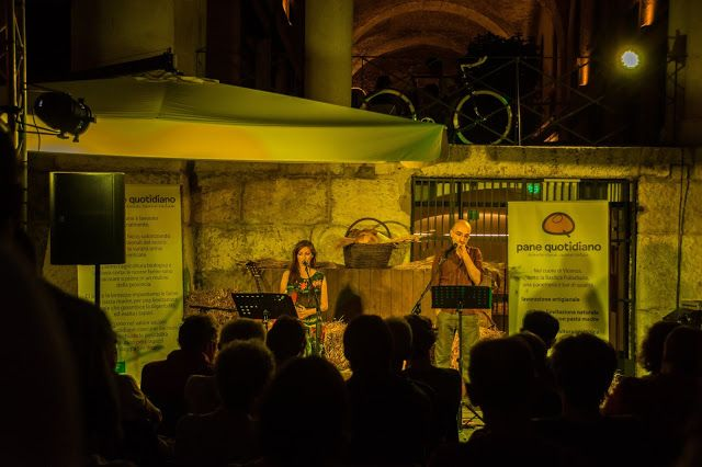 Marina Magro: A Pane Quotidiano bella serata con Patrizia Laquidara e Nicola Caruso, letture e canti attorno al lavoro dei campi e al grano, dalla semina al pane.