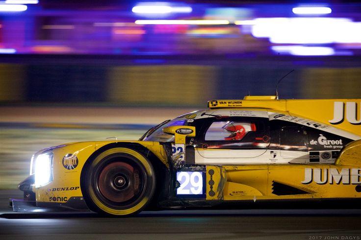 Celebrado: Rubens Barrichello foi o novato mais badalado pela mídia internacional em Sarthe e seu 14º lugar pouco importa perto de sua presença na corrida