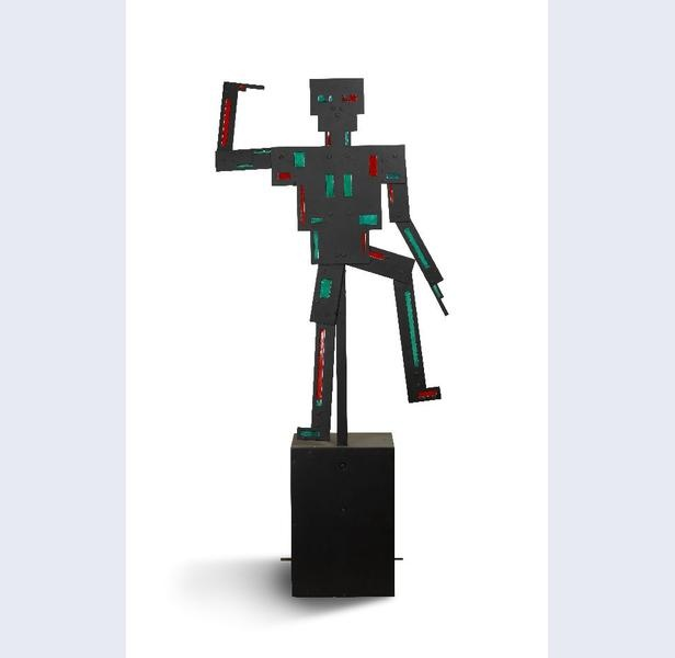 Mechanisch dansende figuur.  Vilmos Huszár [1884-1960] (ontwerp) Andy Kowalski [onbekend] (reconstructie) Robert Pachowski [onbekend] (reconstructie) ontwerp 1920 reconstructie circa 1984-1985 hoogte 103 cm breedte 50 cm diepte 35 cm mica, aluminium en hout Gemeentemuseum Den Haag
