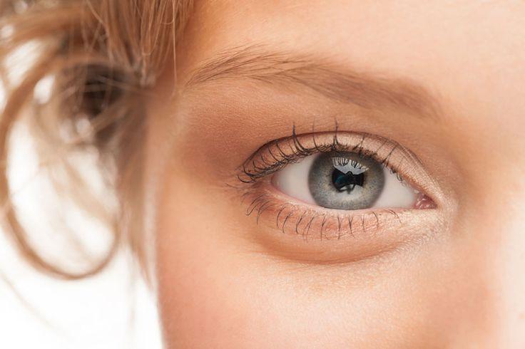 ***¿Cómo Aclarar las Cejas?*** Si quieres cambiar la tonalidad de tus cejas, en esta nota te contamos varios trucos caseros para aclararlas de forma natural....SIGUE LEYENDO EN.... http://comohacerpara.com/aclarar-las-cejas_9420b.html