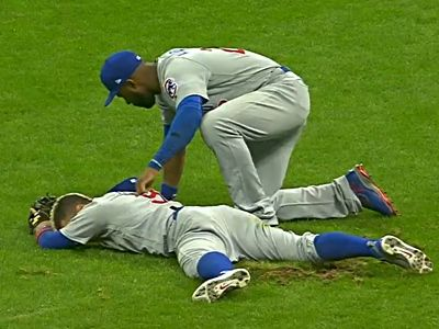 Javy Baez Leaves Game After Collision in Center Field with Jason Heyward | Bleacher Nation | Chicago Cubs News, Rumors, and Commentary | Bloglovin'