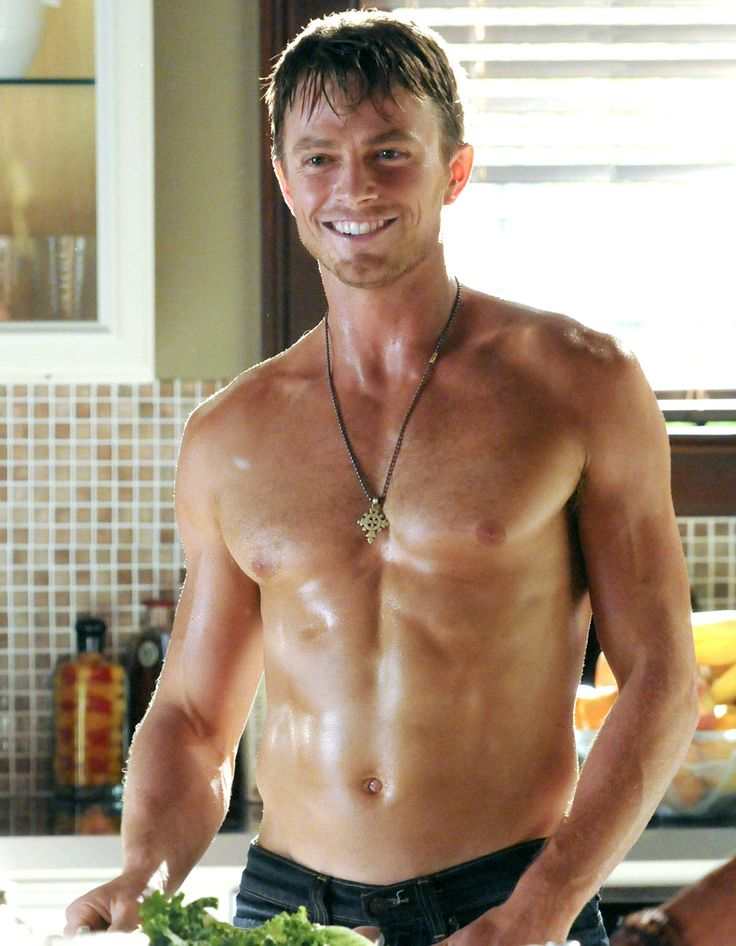 Shirtless CW Stars: Wilson Bethel