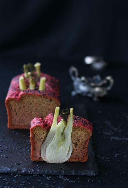 Plumcake salato barbabietole e finocchi interi     Stupisci i tuoi ospiti portando in tavola questo originale e delizioso antipasto che può trasformarsi in un piatto unico goloso e sano