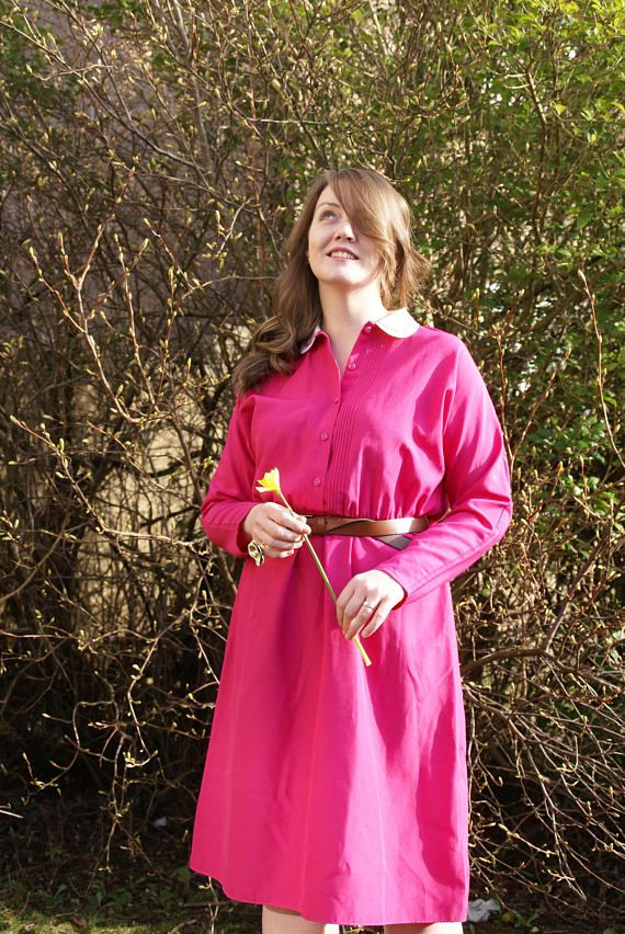A pretty Retro 60s Mid Length Dress by St Michael. In a bright Fuchsia pink, this lovely dress has batwing sleeves and a white Peter Pan Collar with pink embroidered detailing. Button down top, stretchy waist. In very good vintage condition. Missing original belt (please note that one