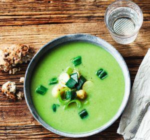Opskrift: Grøn suppe med kartofler og porrer