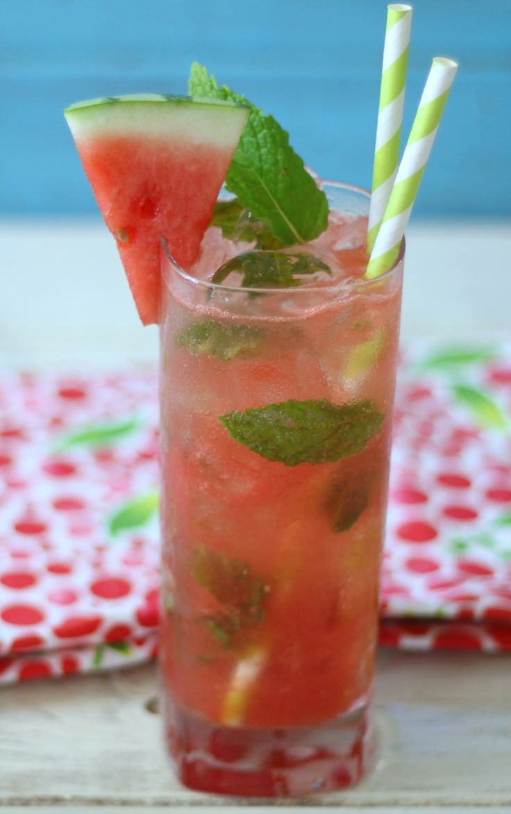 Skinny Watermelon Mojito #SundaySupper - A light, refreshing, skinny cocktail made with watermelon, mint, rum and club soda.