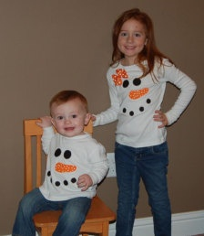 Fun snowman applique idea. Shirts for the kids for Christmas cards??