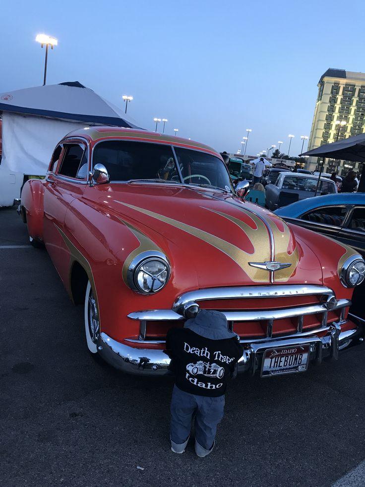 Hot rod show no festival Viva Las Vegas  #Bitsmag #BitsmagTV #cultura #viagem #madrugada #noite #musica #streetart #artepop #hoteisboutique #burlesque #ditavonteese #vivalasvegasrockabillyweekend #VivaLasVegas #LasVegas #rockabilly #vintage #VintageGrooves ⠀ ⠀⠀ http://bitsmag.com.br/viagem