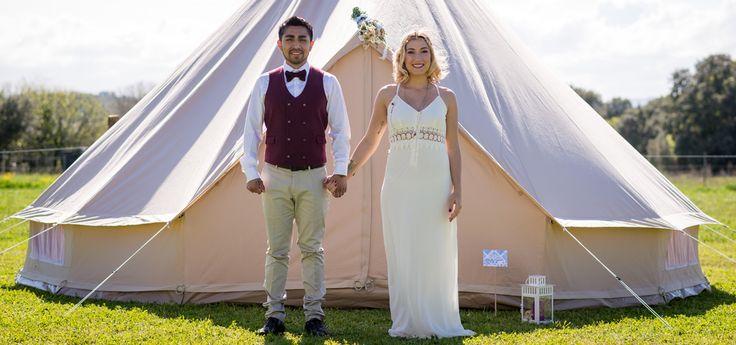 Location tente mariage les mariés avec Mon Wedding Camping, réservez votre location de tente mariage pour une nuit de noce sous les étoiles...