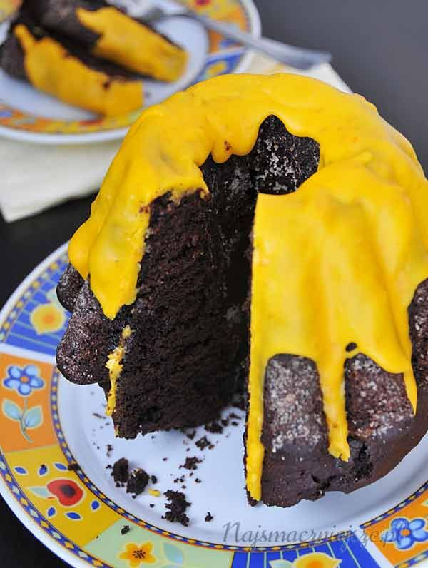 Sezon na dynie trwa, więc postanowiłam zapraszam Was na pyszne ciasto dyniowe z lukrem pomarańczowym. Jeżeli spodziewacie się gości, polecam przygotować ciasto z podwójnej porcji, a nawet z potrójnej. Ja postanowiłam zrobić ciasto w małej foremce do babki, ale równie dobrze ciasto możecie upiec w zwykłej okrągłej czy prostokątnej formie. [...]