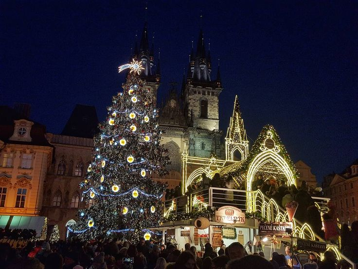 Christmas Market on the Old Town Square in Prague  #prague #travel #christmas #market #old #oldtown #square #cathedral #architecture #street #streetphotography #galaxys6