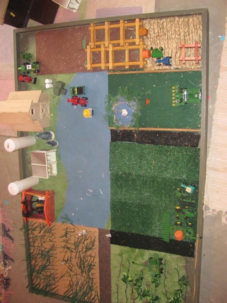 boys room farm play set DIY I know two little kids that would have so much fun with this!
