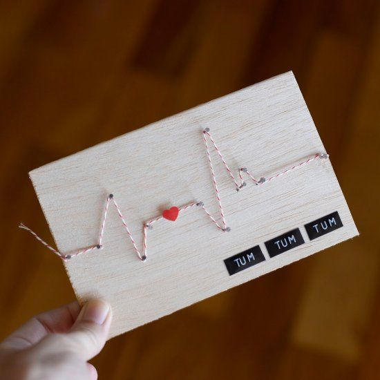 Create a cute and lovely wooden card using twine (in Portuguese)