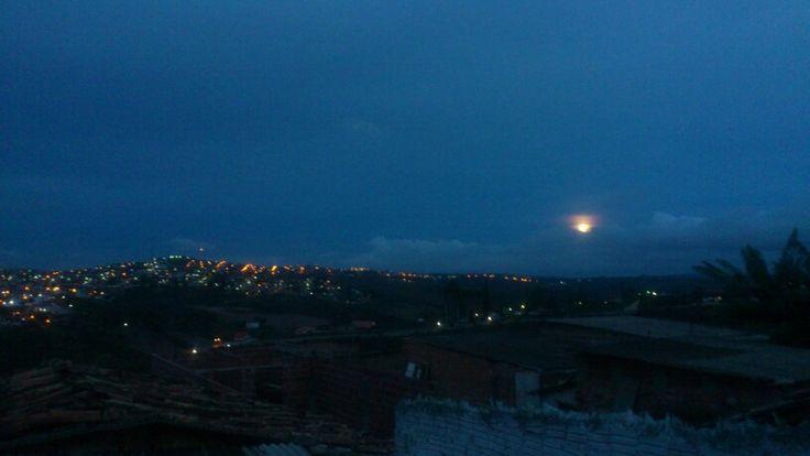 Garanhuns!....  A lua entre nuvens!...  Bom dia a todos e todas com infinitas possibilidades sempre!...  http://meadd.com/diomedesescritor  www.fotolog.com.br/diomedesinacio45  http://diomedesinacioescritor.blogspot.com/
