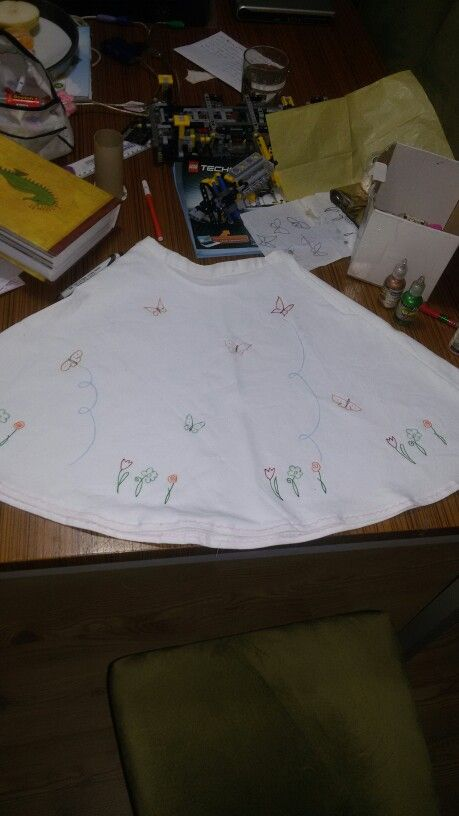 My daughter's skirt. At least I finished to sew it. Then it was patterned with 3 dimentional paint again.