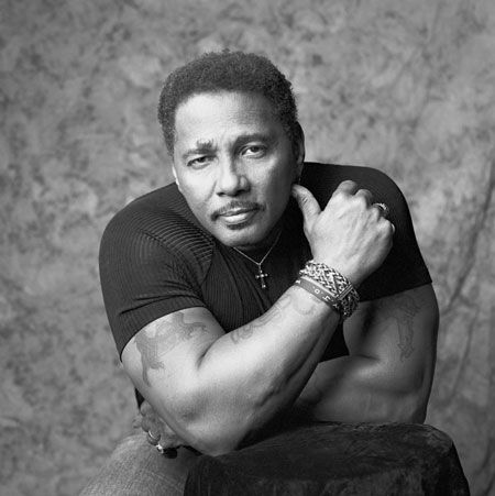 Aaron Neville has always been one of my FAVORITE singers! I adore his voice!