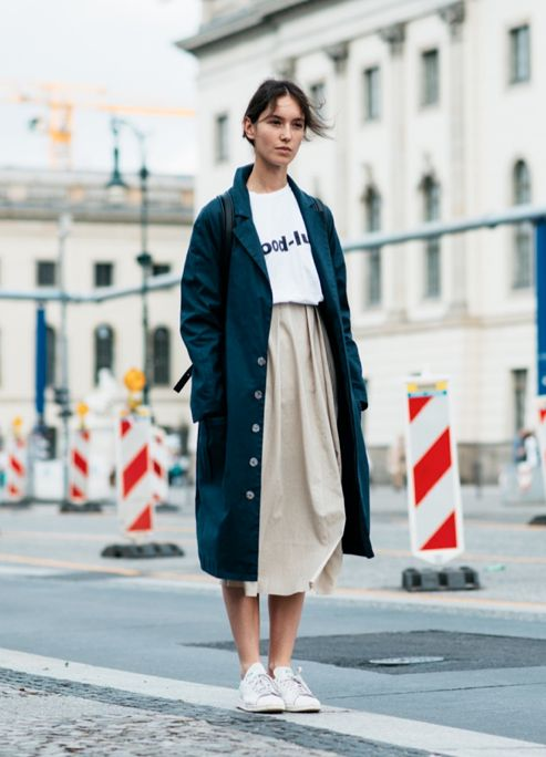 Casual street style with midi skirt and sneakers