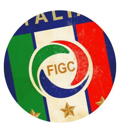 Italia . Al igual que en Alemania, el fútbol italiano ha sufrido una transformación en los últimos años. El calccio ya no es esa liga tosca y aburrida con defensas de cinco.