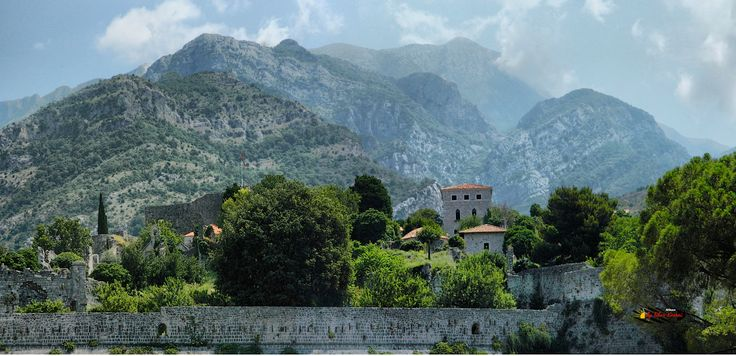 Old Bar, Montenegro, Nikon Coolpix L310, 15.1mm, 1/800s, ISO80, f/4.2, -0.7ev, panorama mode: segment 2, HDR photography, 201607041126
