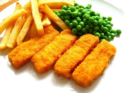 fish fingers, peas and chips