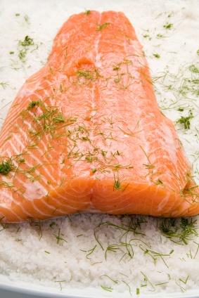 Salmón marinado. Ver la receta http://www.mis-recetas.org/recetas/show/2848-salmon-marinado