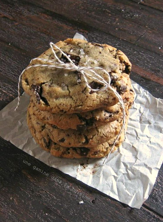 Sign me up! Ginger & Brown Butter Dark Chocolate Chunk Cookies | une gamine dans la cuisine >> uh oh, might have to test these out after the gym! :)