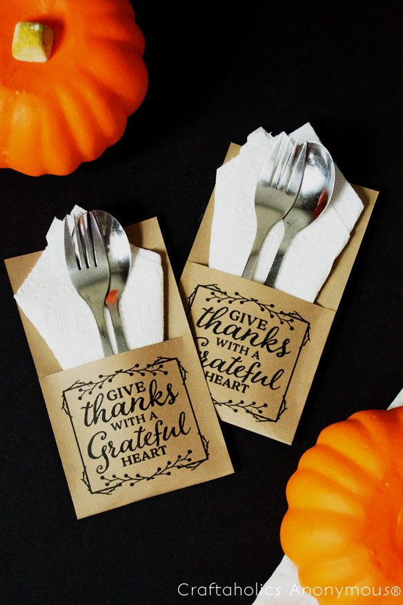 Including fun quotes on crafty utensil holders for this Thanksgiving's table setting. It will encourage your guests to get inspired to be thankful for this year's blessings.