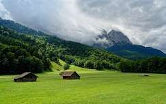 ház tavasz hegy felhő faház
