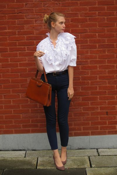 sweet office lookMagnifique Anaïs, Collars, Offices Outfit, Blue White, Work Outfit, Bags