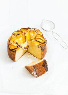 Superlekker en best wel makkelijk een perzikcake met banketbakkersroom. Yum.