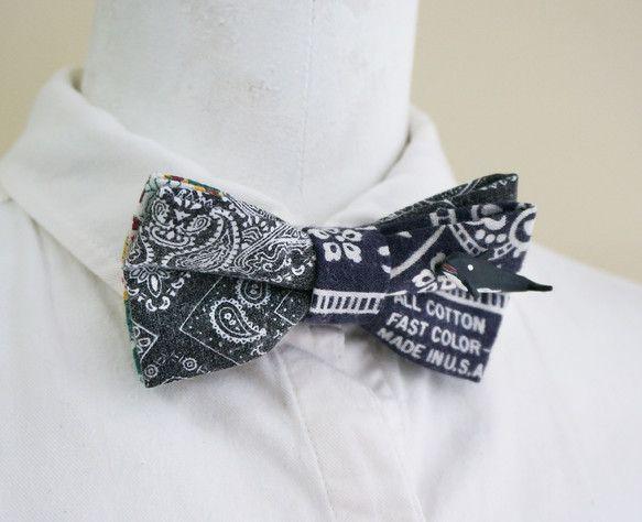 洗いをかけたペイズリー生地と、ヴィンテージのバンダナを2種類組み合わせてチョウネクタイを作りました。端にはちいさなシャチがちょこんと付いています。首回りのベル...|ハンドメイド、手作り、手仕事品の通販・販売・購入ならCreema。