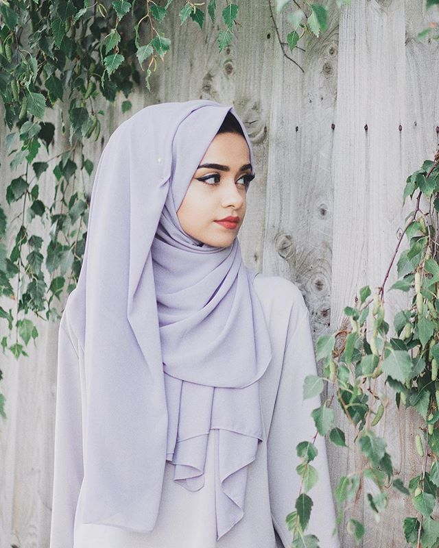 Wearing @inayahc lilac grey soft crepe hijab and grey crepe top  Www.inayah.co  #modestfashion #ootd #vsco