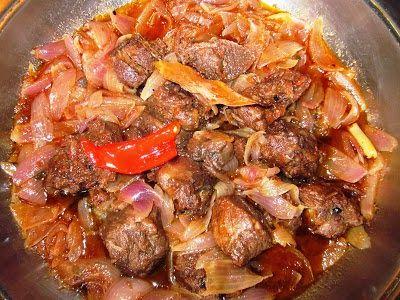 Αγριογούρουνο στιφάδο     Η πλέον παραδοσιακή συνταγή για μαγείρεμα κυνηγιού.           θα χρειαστούμε τα εξής υλικά:   1 κιλό αγριογούρο...