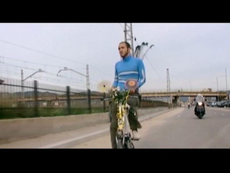 "Facto Delafe y Las Flores Azules ""Mar el poder del mar""  This clip wins several awards in Spain and it was directed by Rafael Cortés & Jaume Montané in 2006."