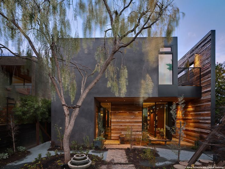#SelaResidence #modern #midcentury #privacy #openness #two-story #lighting #exterior #outside #outdoor #landscape #green #wood #concrete #Venice #California #MarmolRadziner