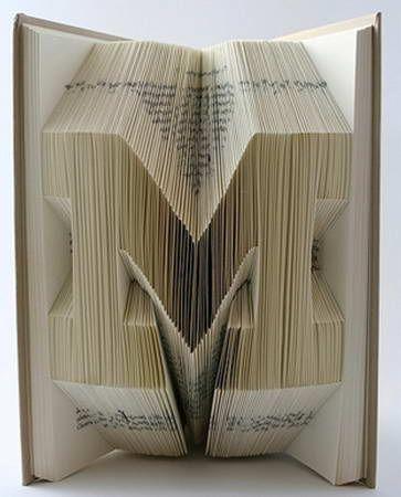 Art : Incroyables Pliages Origami avec des livres de Isaac Salazar.