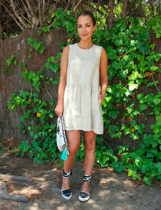 Beige linen dress+black and white lace up espadrilles+beige clutch with black details. Summer outfit 2016