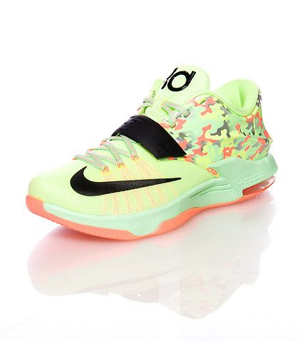 57199883a189 NIKE Kevin Durant Low top sneaker Lace and velcro strap closure NIKE swoosh  detail Zoom air bubble heel