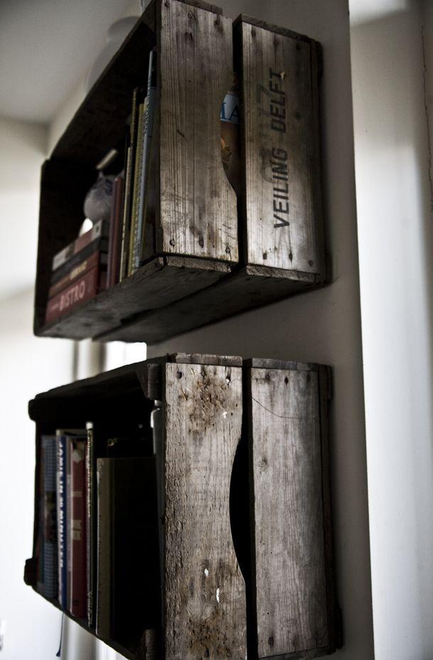 DIY: A wooden box as a bookcase
