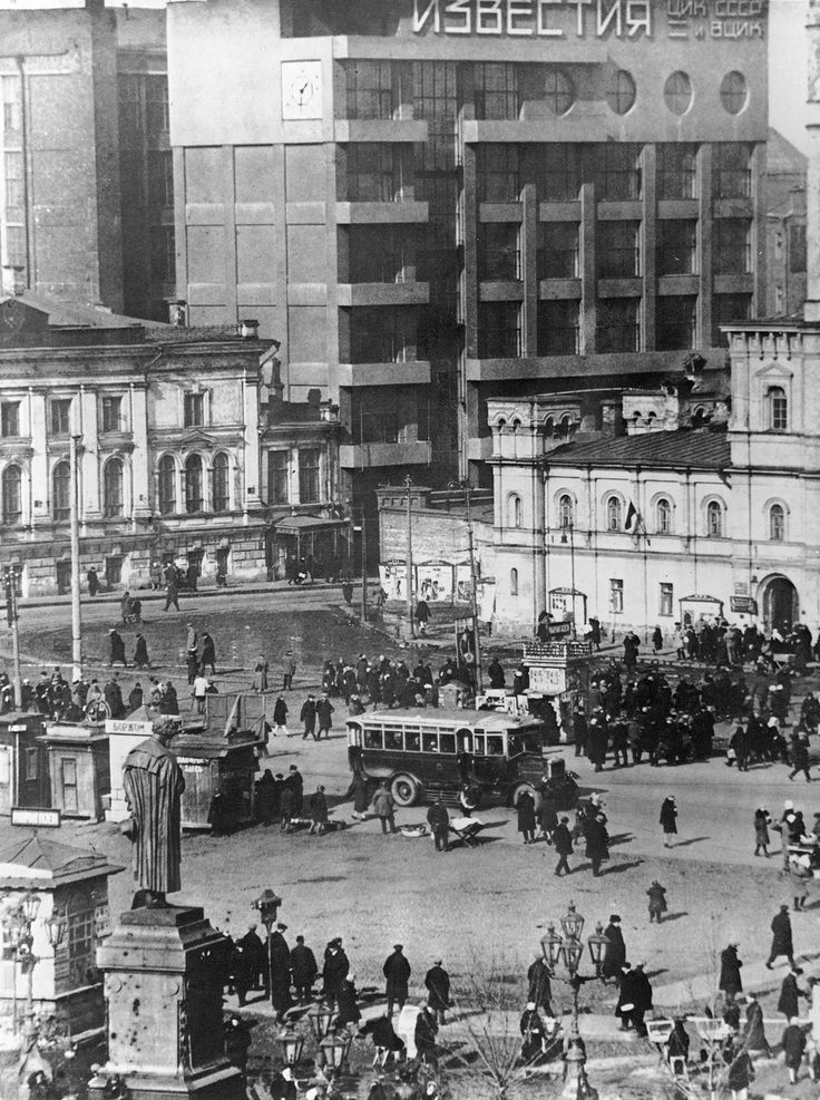1930s, Moscow, building of Izvestia newspaper and square in front of it