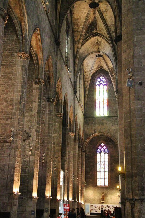 Nave lateral de la Basílica de Santa María del Mar en Barcelona,Catalonia