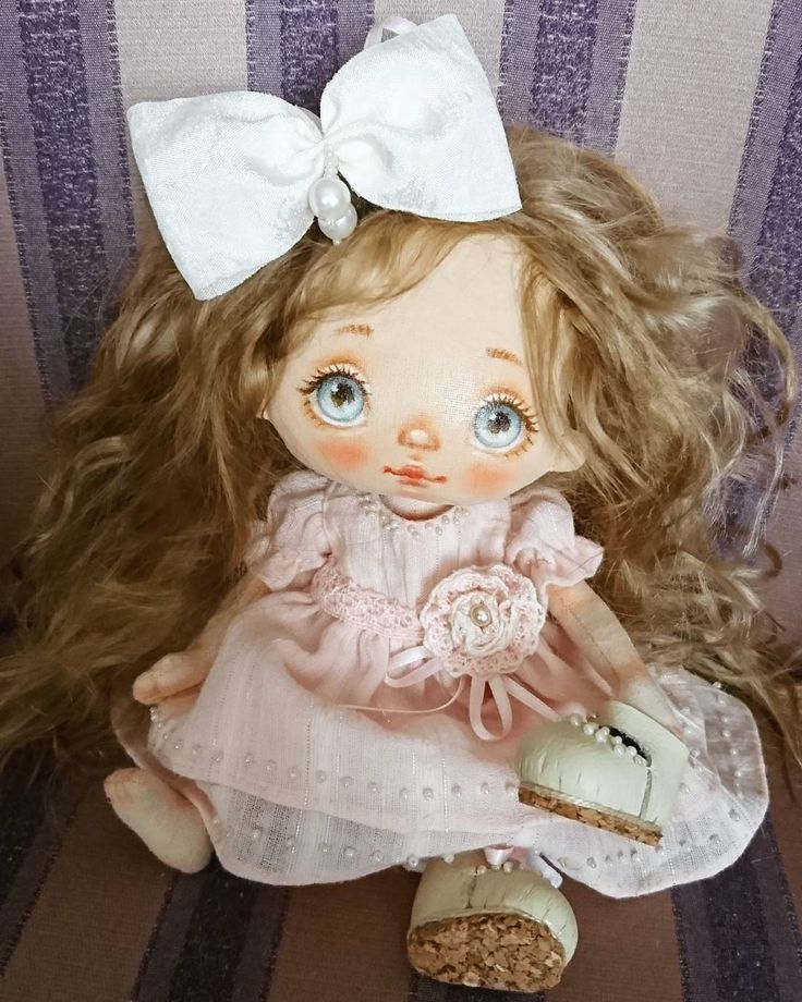 My new little doll. Only 7 inches Not for sale.  An angel for my sweet daughter for Valentine's day❤ Маленькая куколка 18см, не продается. Ангел для моей любимой доченьки на день Святого Валентина.  #alicemoonclub #ooak #fabricdolls #handmade #clothdoll #heirloomdoll #customdoll #doll #homedecor #interiordolls #artwork #인형 #娃娃 #人形 #kawaii #artdolls #vintage #unique #picoftheday #dollmaker #etsyseller #like4like #dollsofinstagram #handmadedoll #dollscollection #girlroom #giftideas ...