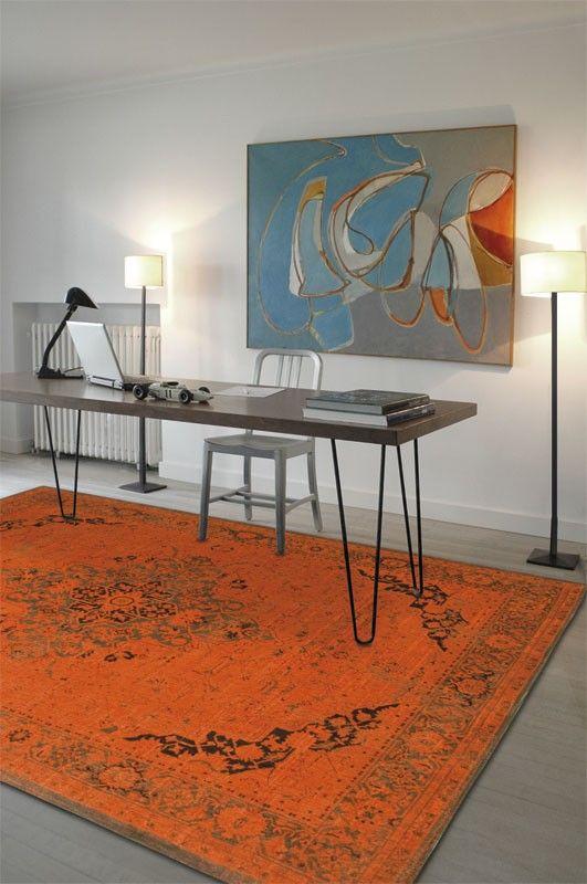 Dit prachtige oranje vloerkleed heeft een mooie verweerde uitstraling. Het vloerkleed is gemaakt van hoogwaardige wol en katoen. Het vloerkleed heeft een klassiek oosters dessin. Het vloerkleed is aan de onderkant afgewerkt met een mooi rand. Het karpet is 8 mm dik.