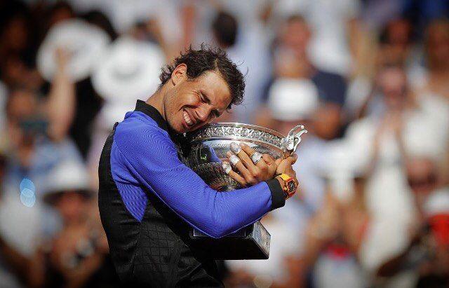 GRACIAS RAFA!  Por la magia la pasión y las alegrías por la lucha el sudor y las lágrimas eres Leyenda!  10 veces Campeón!  #legend #respect #rolandgarros  @rafaelnadal  Photo/Foto: Unknown/Desconocido  #rafa #rafanadal #rafaelnadal #kingofclay #nadal #rg17 #clay #tennis #tenis #españa #campeon #ladecima #rafaholics #nike #babolat @rafanadalacademy