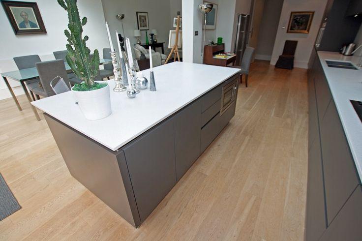 Grey matt kitchen design - Open plan kitchen island - Discover more at www.lwk-home.com