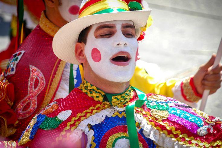 """Kaum zu glauben: Um Leben und Tod geht es beim traditionellen Tanz der """"Garabatos""""  #Kolumbien #Karneval #CarnavaldeBarranquilla #Barranquilla #reiselieber"""