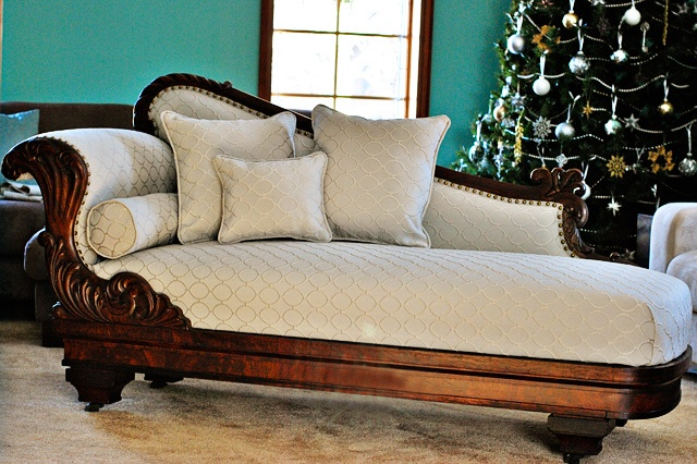 Fainting couch in bed room