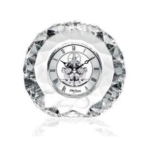 Orologio da tavolo Cristallo Ottaviani, interamente in cristallo sfaccettato con numeri romani nel quadrante interno. Completo di certificato di originalità Ottaviani ed elegante astuccio.
