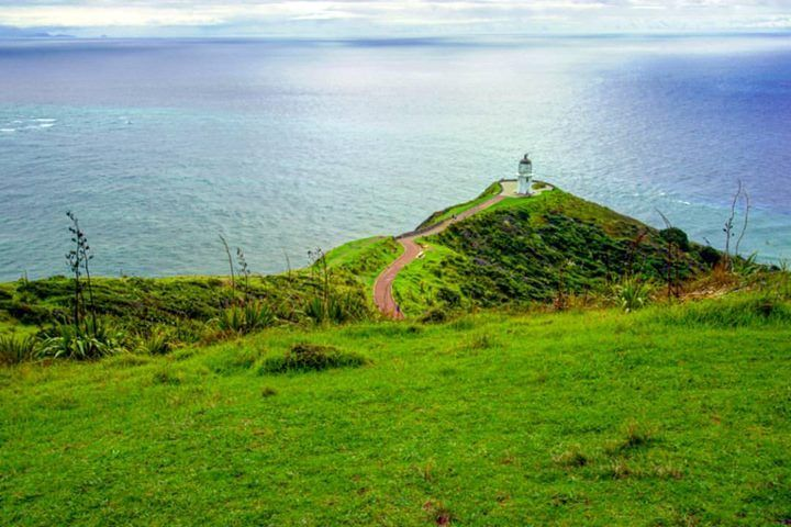 El fin de Nueva Zelanda o el inicio o ambos. El punto más al Norte del país.    Cape Reinga Lighthouse Northland New Zealand    Todas las fotos son tomadas por mí excepto en las muy raras ocasiones en las que cito al fotógrafo en la descripción. Ninguna tiene photoshop o post-procesado solo a veces agrego algún filtro de Instagram.    No te pierdas ningún post: Activa las notificaciones desde el menú de mi perfil!    Facebook : http://bit.ly/2ekAKBd Instagram : http://bit.ly/2dkzLiC Twitter…