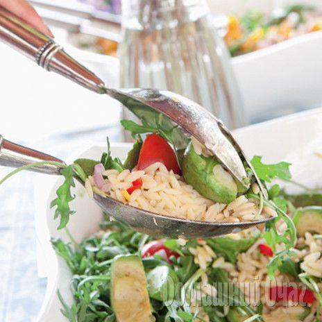 Салат из авокадо, помидоров и редиса